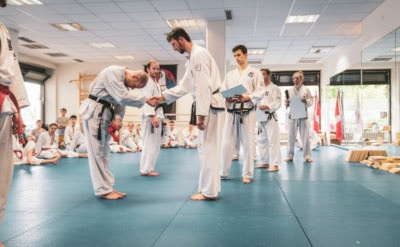 taekwondo-kampfsport-hoeflichkeit_selbstverteidigung